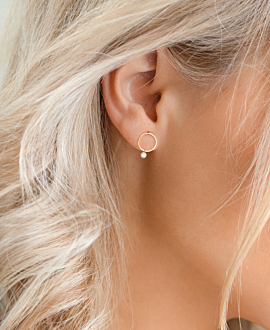 DIAMOND EAR STUD  18K YELLOW GOLD