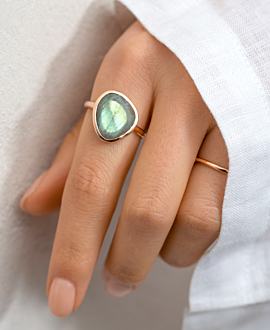 LABRADORITE RING ROSE